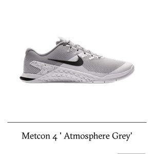 nike womens metcon 4 purple and grey court sneaker
